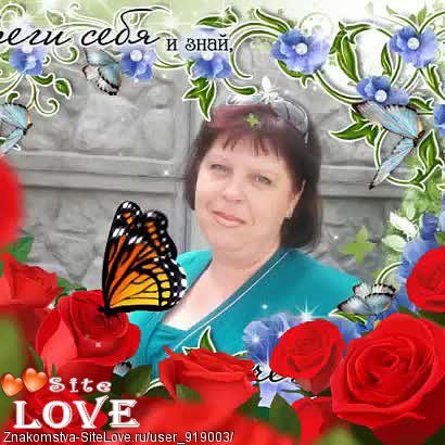 devushka-odevaetsya-v-latex